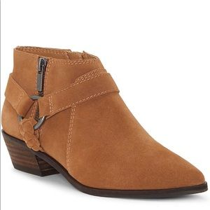 LUCKY BRAND ENITHA ankle booties. Suede